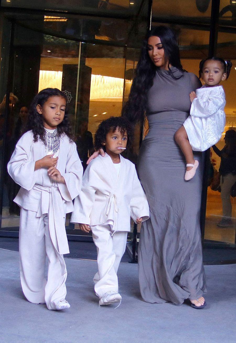 Kim Kardashian lors du baptême de ses trois enfants Saint, Chicago et Psalm en Arménie le lundi 7 octobre 2019.