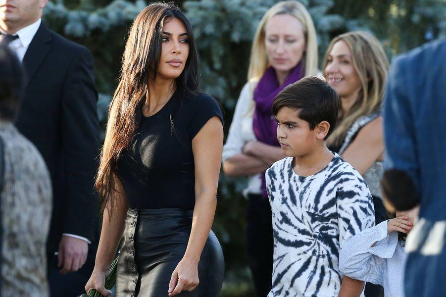 Kim Kardashian avec son neveu Mason àErevan, en Arménie, le 8 octobre 2019