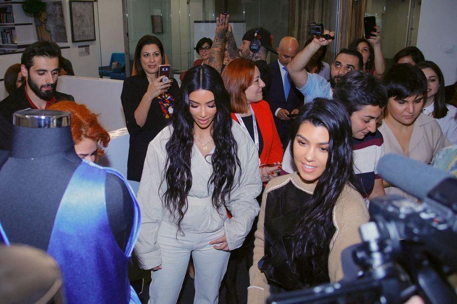 Kim et Kourtney Kardashian àErevan, en Arménie, le 8 octobre 2019