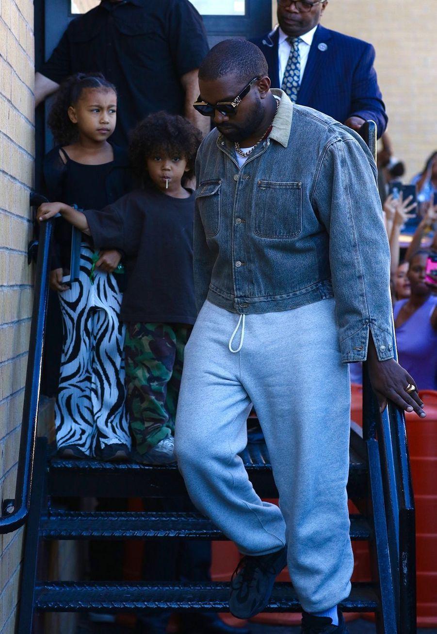 Kanye West et ses enfants North et Saint à New York le 29 septembre 2019