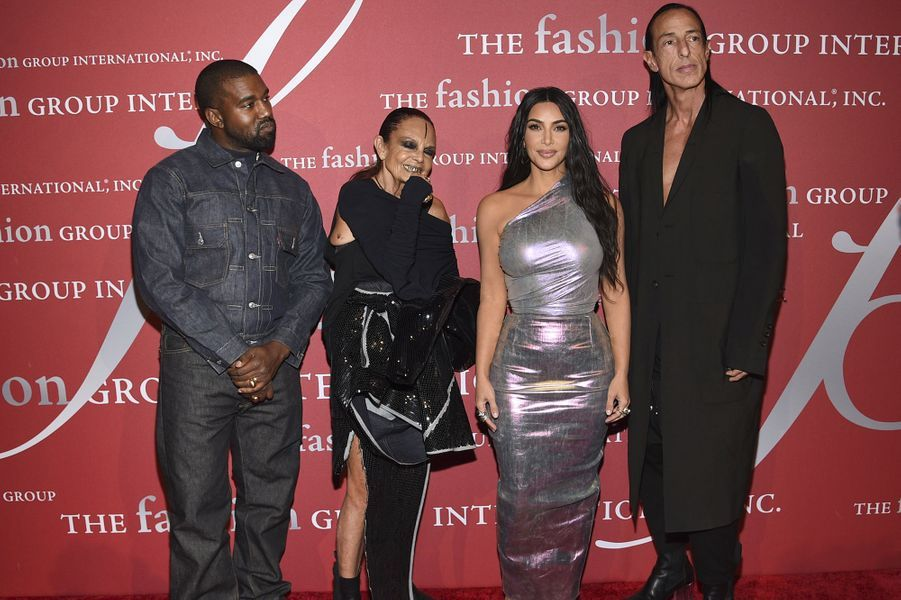 "Kim Kardashian, Kanye West, Michèle Lamy, et Rick Owens lors du gala ""The Night of Stars"" à New York le 24 octobre 2019."