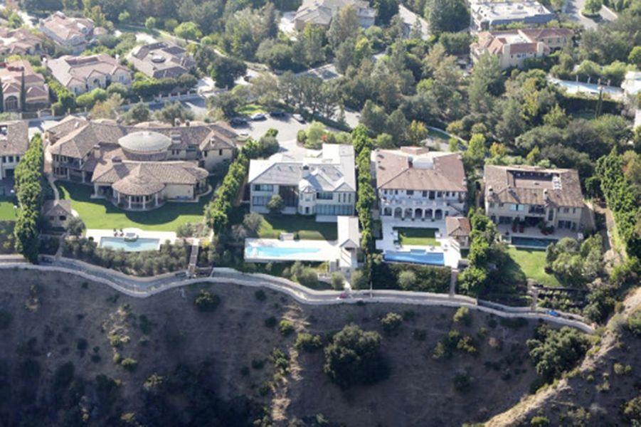 Kim Kardashian et Kanye West ont vendu leur manoir de Bel-Air pour 17,8 millions de dollars.
