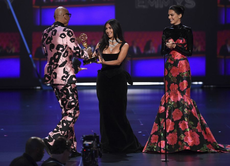 RuPaul, Kim Kardashian et Kendall Jenner lors de la cérémonie des Emmy Awards à Los Angeles le 22 septembre 2019