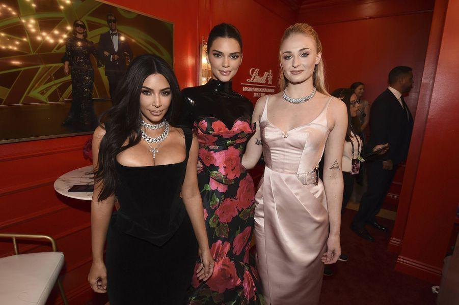 Kim Kardashian, Kendall Jenner et Sophie Turner lors de la cérémonie des Emmy Awards à Los Angeles le 22 septembre 2019