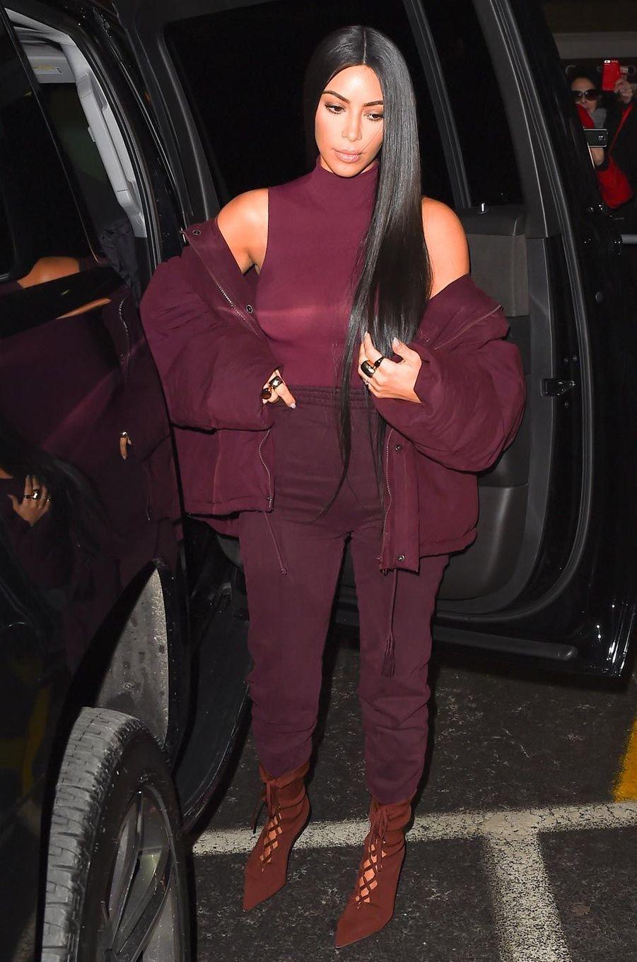 Kim Kardashian arrive au défilé Yeezy à New York.