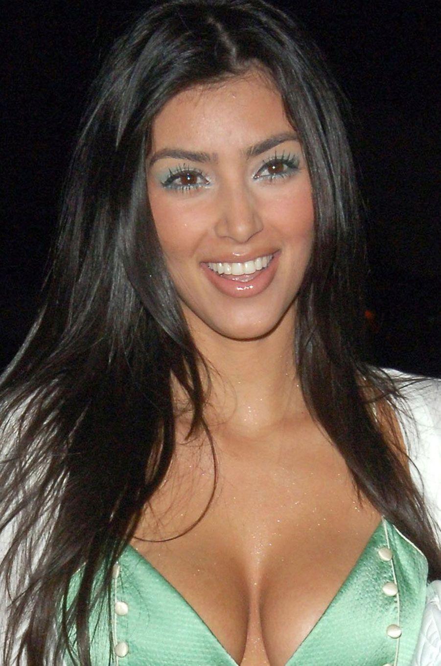 Kim Kardashian plus jeune en soirée.