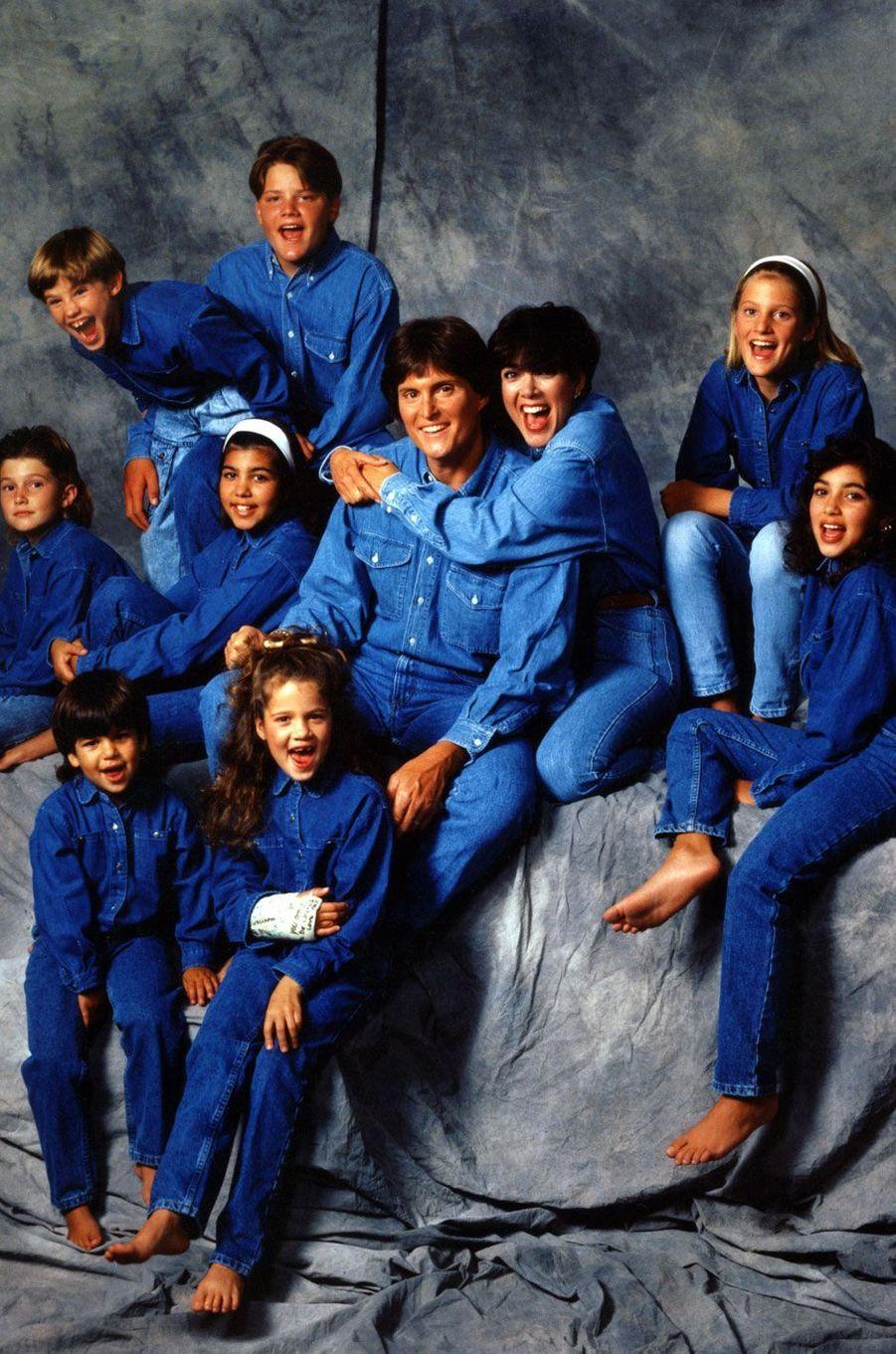 Photo de famille en 1991 : Brody Jenner, Kourtney Kardashian, Bruce Jenner, Kris Jenner, Cassandra Jenner, Kim Kardashian, Brandon Jenner, Burton Jenner, Robert Kardashian Jr. et Khloe Kardashian