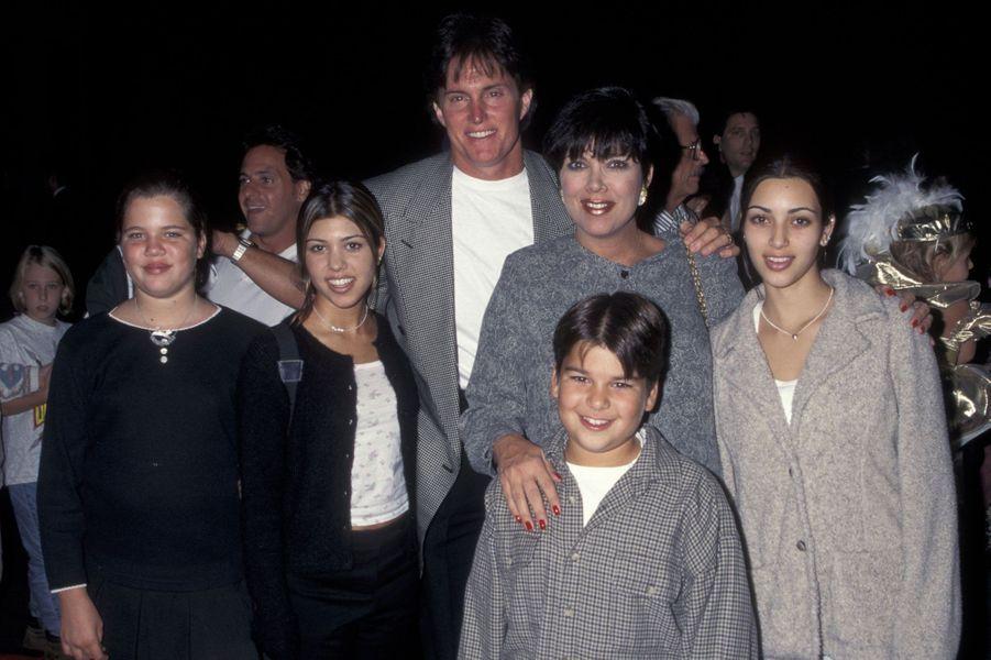 Khloe Kardashian, Kourtney Kardashian, Bruce Jenner, Kris Kardashian, Robert Kardashian et Kim Kardashian.