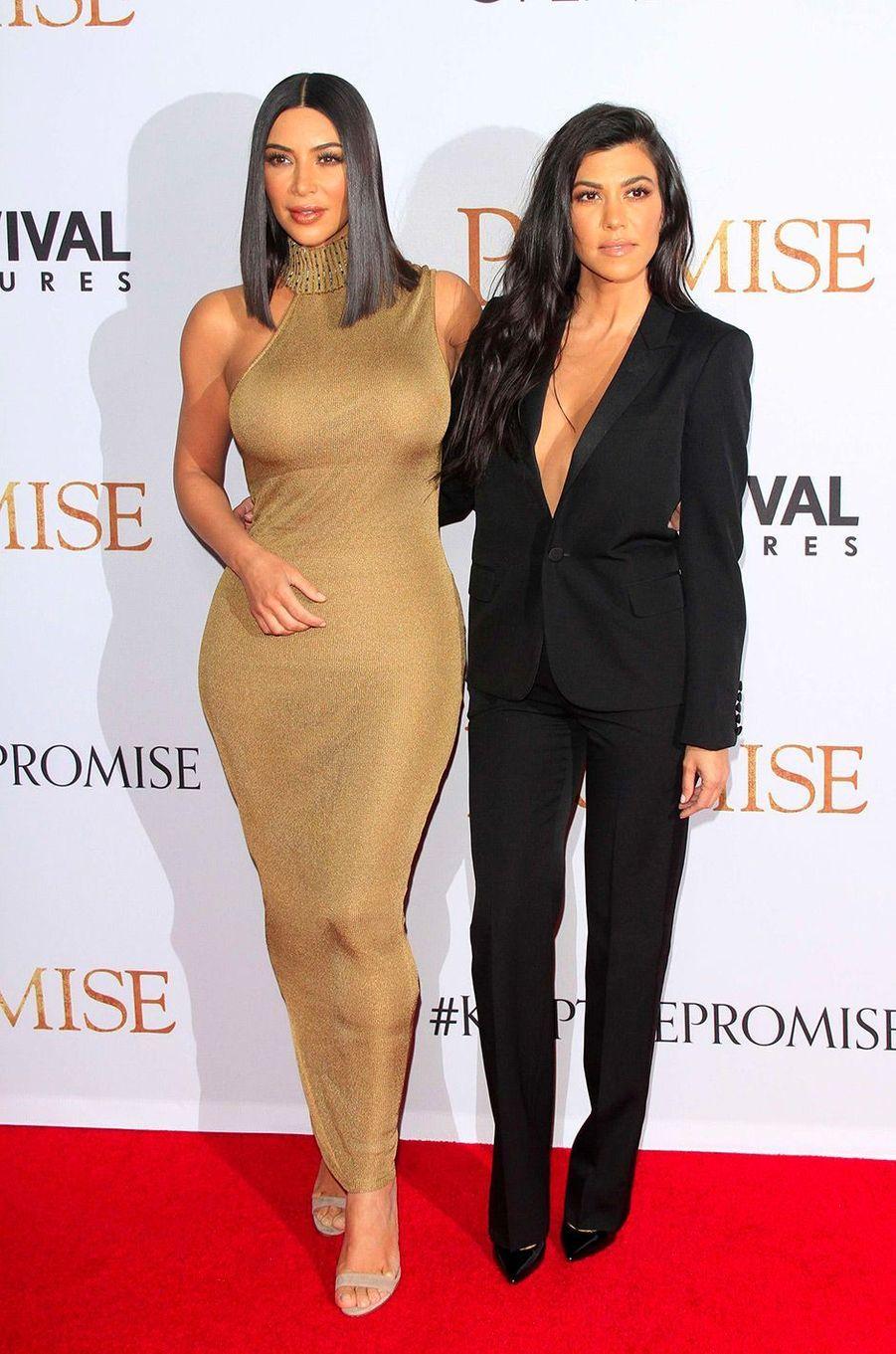 Kim Kardashian avec sa soeur Kourtney le 14 avril 2017