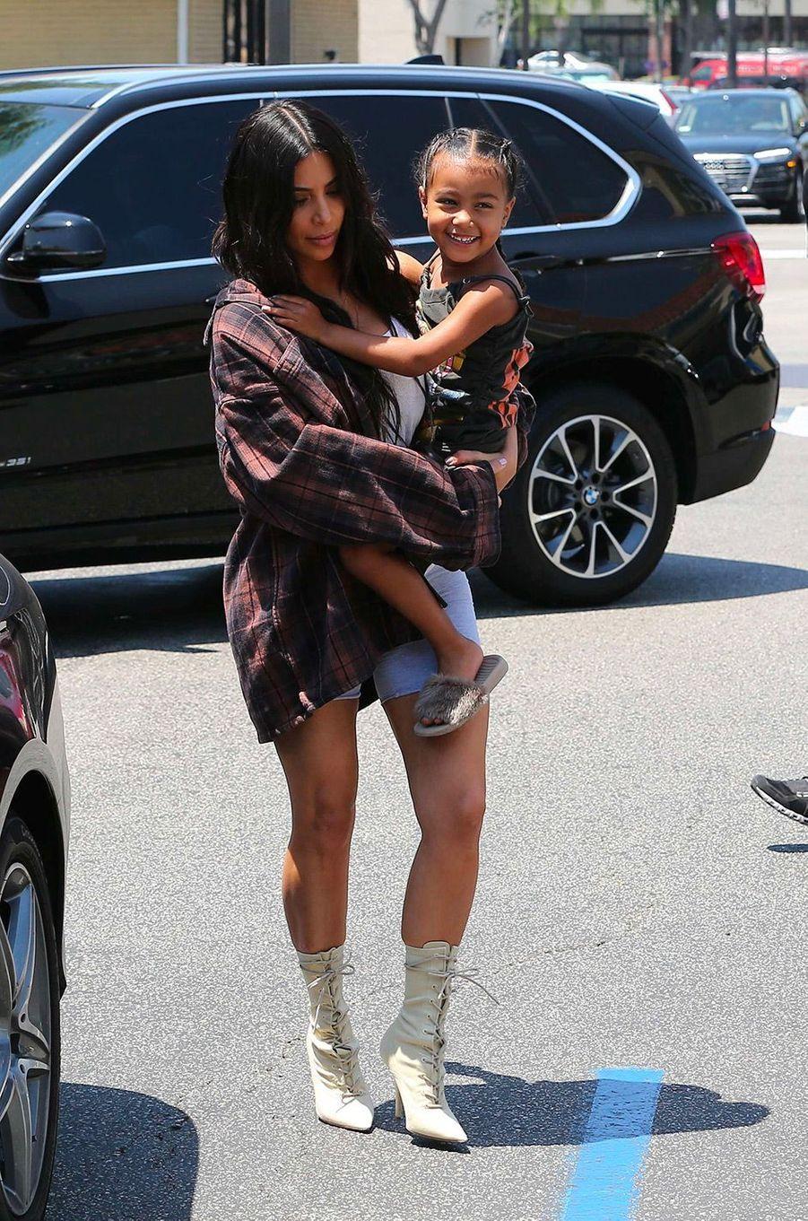 Kim Kardashian avec sa fille North le 22 juin 2017