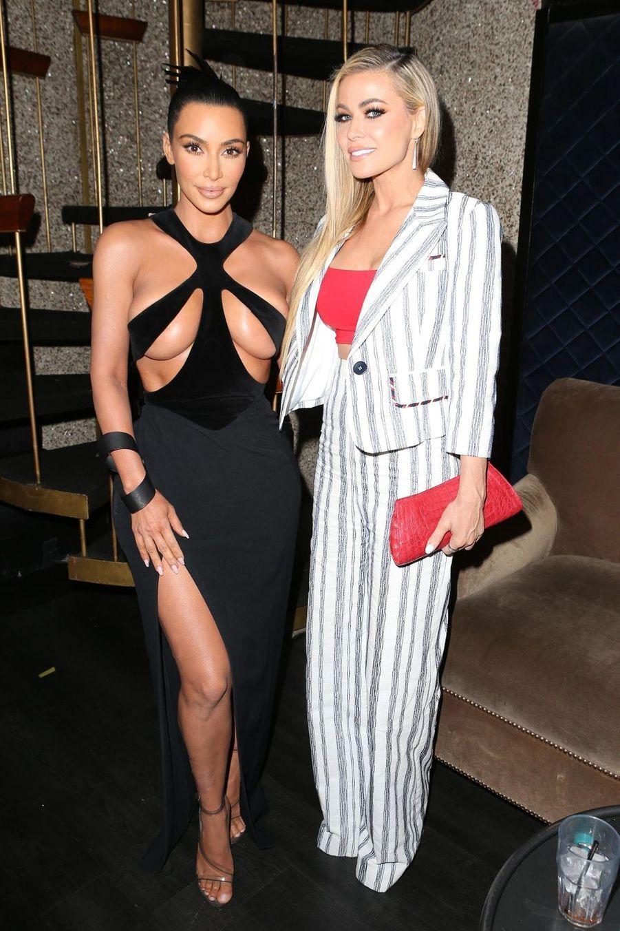 Kim Kardashian et Carmen Electra à la cérémonie des Hollywood Beauty Awards le 17 février 2019 à Los Angeles
