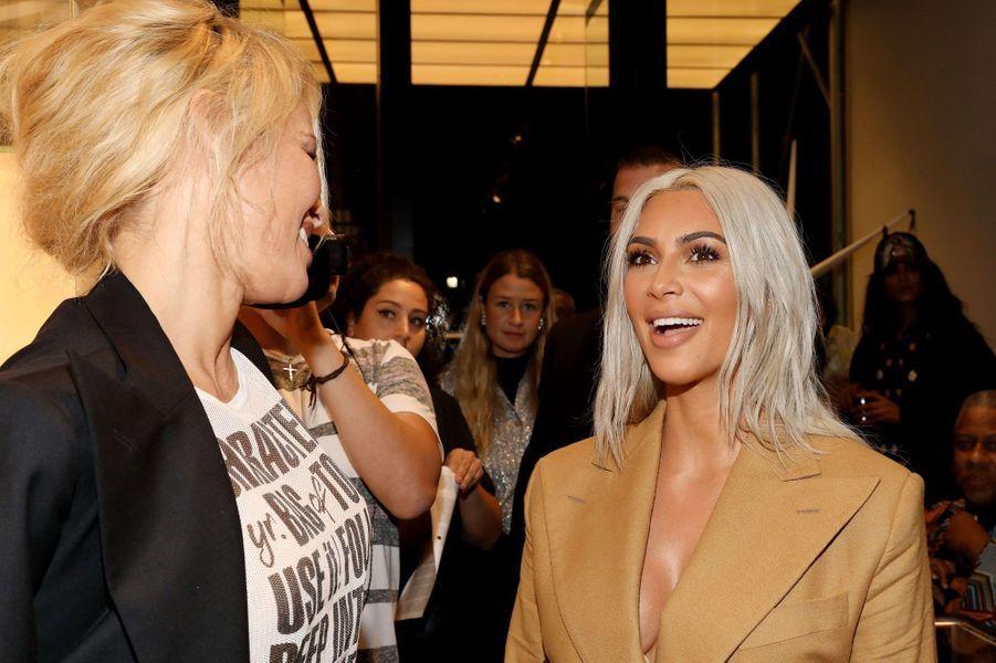 Kim Kardashian avec Pamela Anderson lors de la soirée Vivienne Westwood x Juergen Tuller.