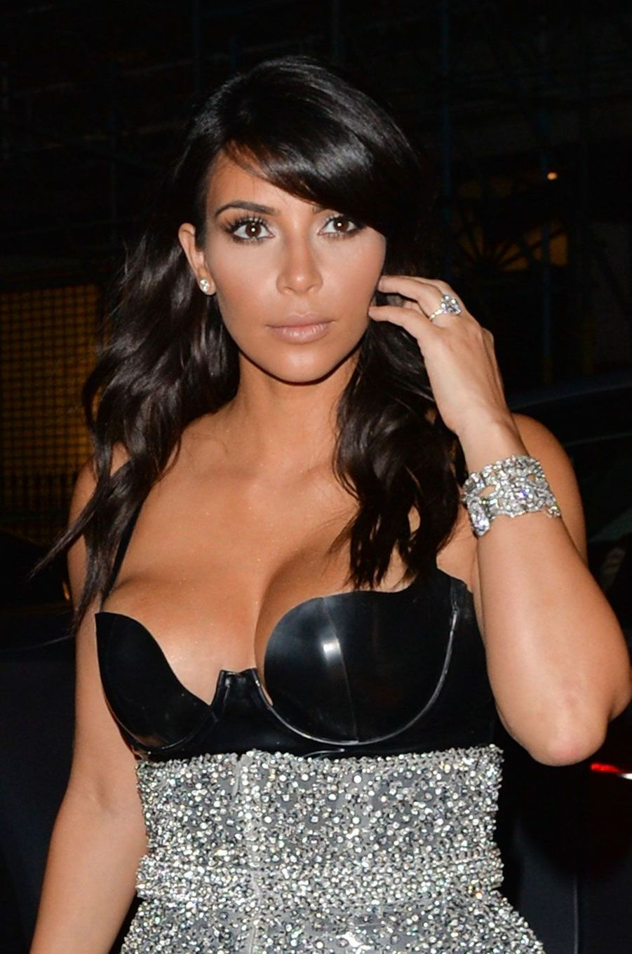 Kim Kardashian s'est fait voler pour 10 millions d'euros de bijoux alors qu'elle était à Paris pour la Fashion Week