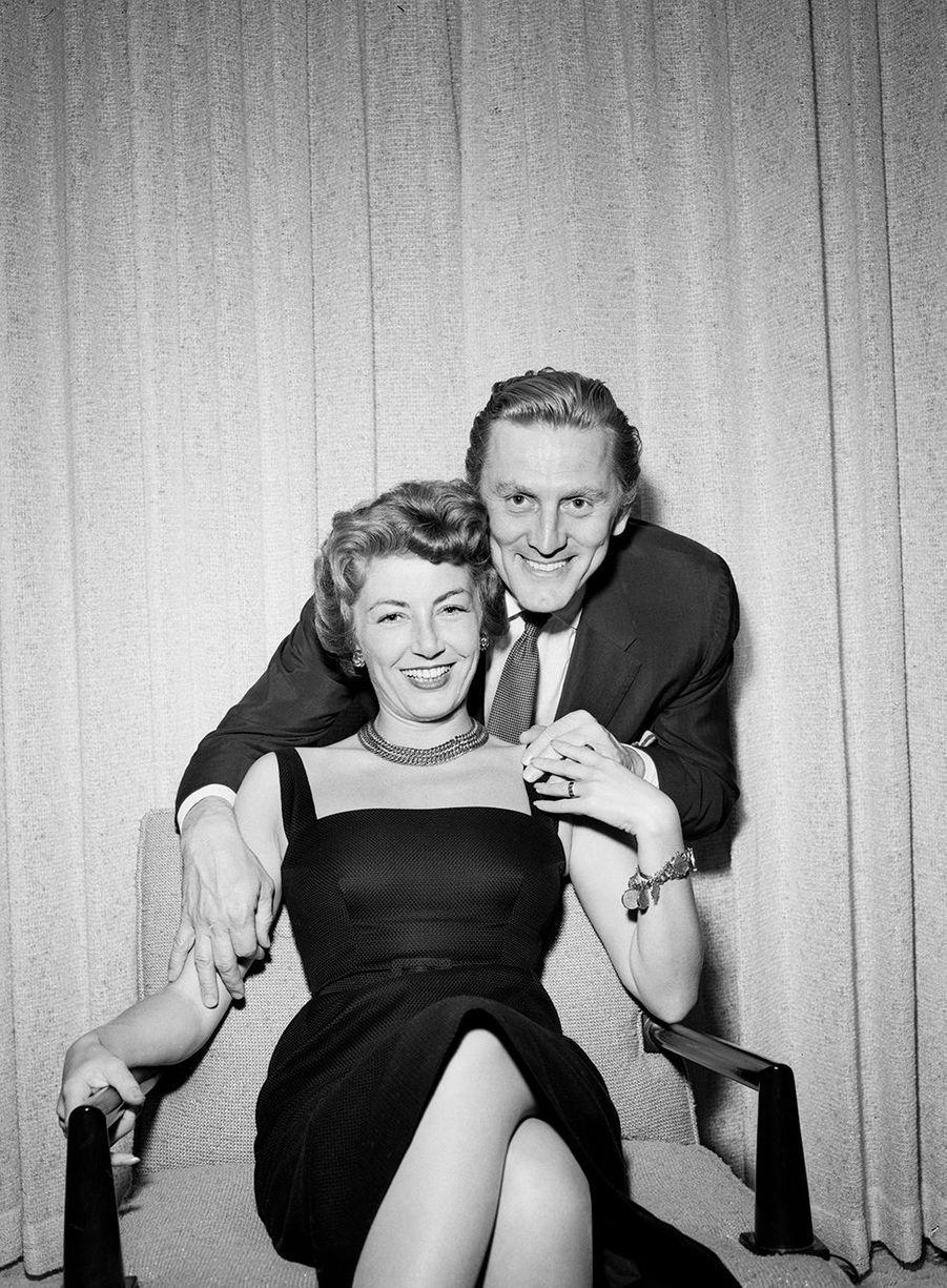 Kirk Douglas tout juste marié à Anne en mai1954 à Las Vegas.