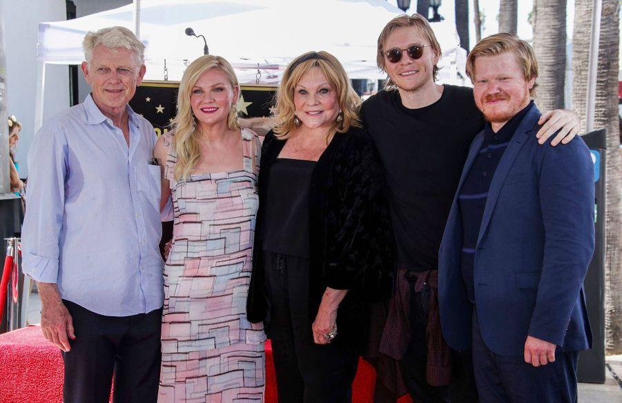 Kirstun Dunst entourée de son père Klaus, de sa mère Inez, de son frère Christian et de son compagnon Jesse