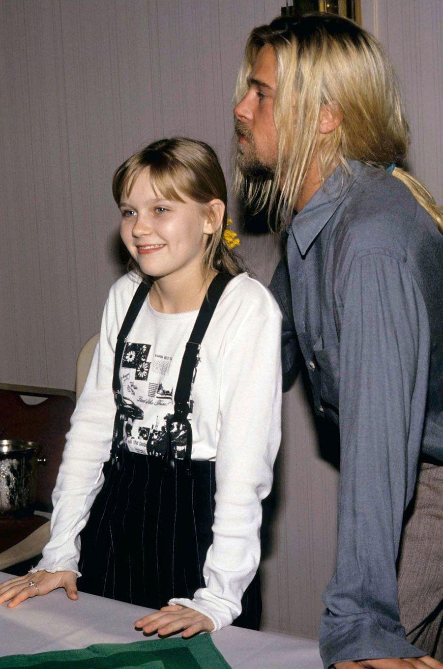 Kirsten Dunst avec Brad Pitt en 1994.