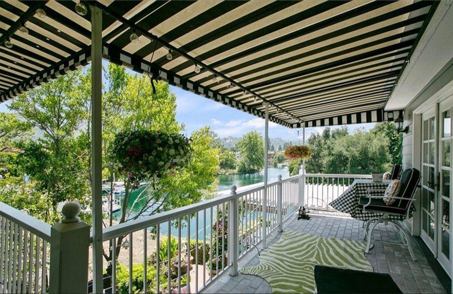 La villa de Kirsten Dunst au bord du lac Toluca à Los Angeles.