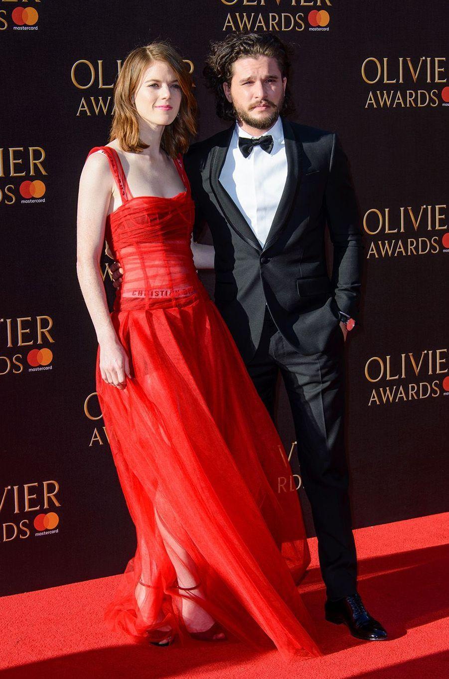 Kit Harington et Rose Leslie en amoureux à Londres, dimanche 9 avril 2017.