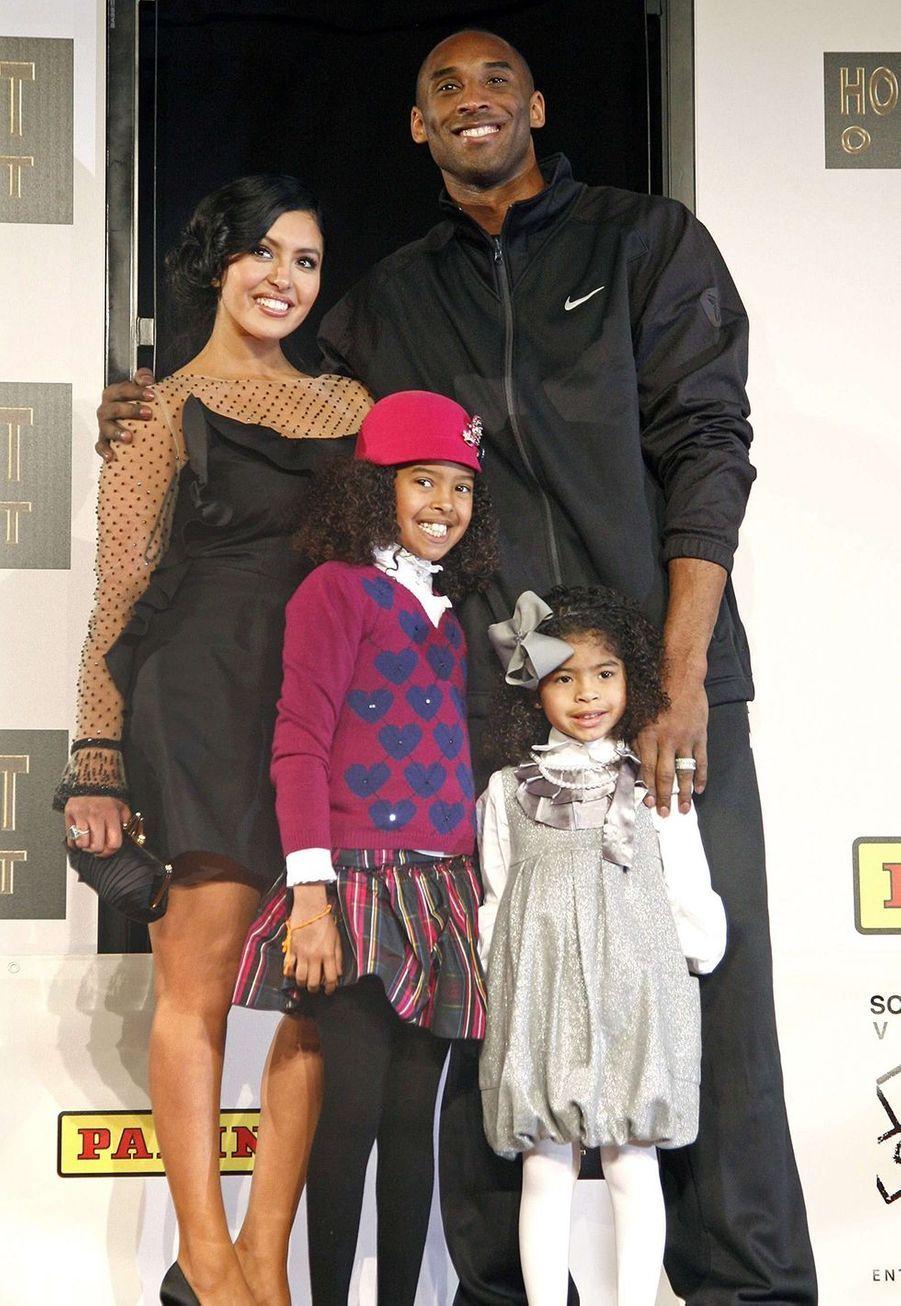 Kobe Bryant avec son épouse Vanessa et leurs filles Natalia et Gianna à Los Angeles le 19 février 2011
