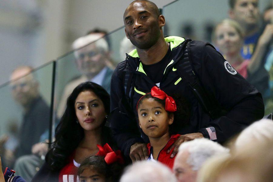Kobe Bryant avec son épouse Vanessa, leur fille Natalia et leur fille Gianna (en bas) lors des Jeux olympiques de Londres le 4 août 2012