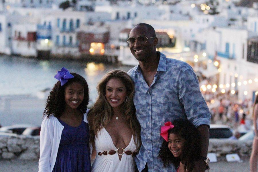 Vanessa et Kobe Bryant en vacances en Grèce avec leurs filles Natalia et Gianna le 24 juin 2014