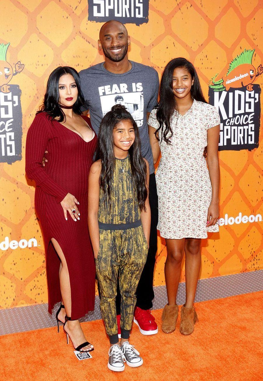 Kobe Bryant et sa femme Vanessa avec leurs filles Gianna et Natalia aux Kids' Choice Sports Awards à Los Angeles le 14 juillet 2016