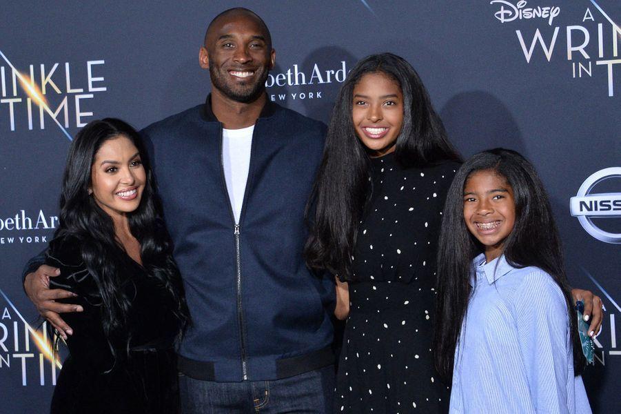 Kobe Bryant avec sa femme Vanessa et leurs filles Natalia et Gianna lors de l'avant-première du film «Un raccourci dans le temps» à Los Angeles le 26 février 2018