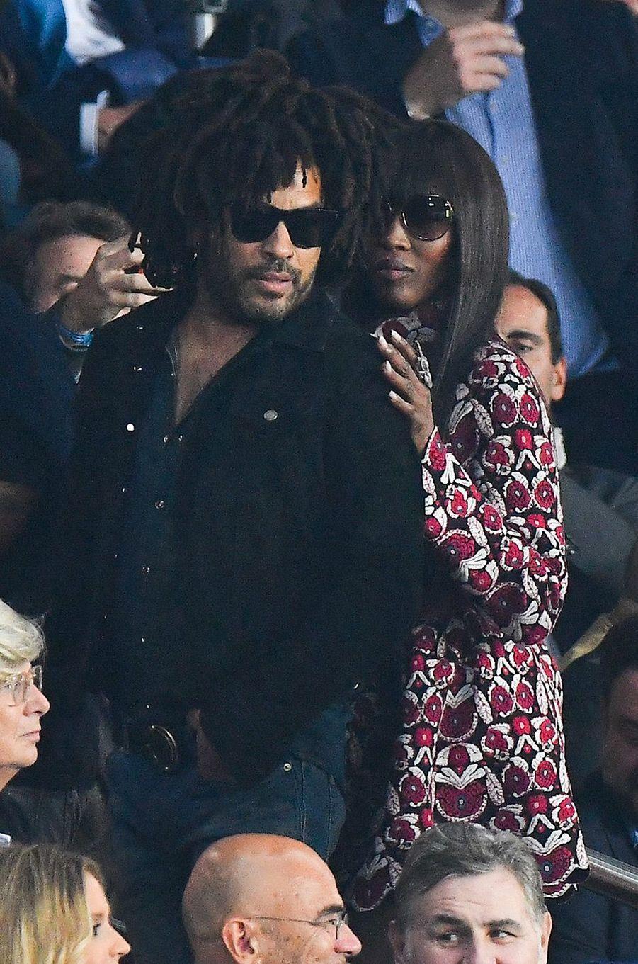 Lenny Kravitz et Naomi Campbell dans les tribunes du Parc des Princes