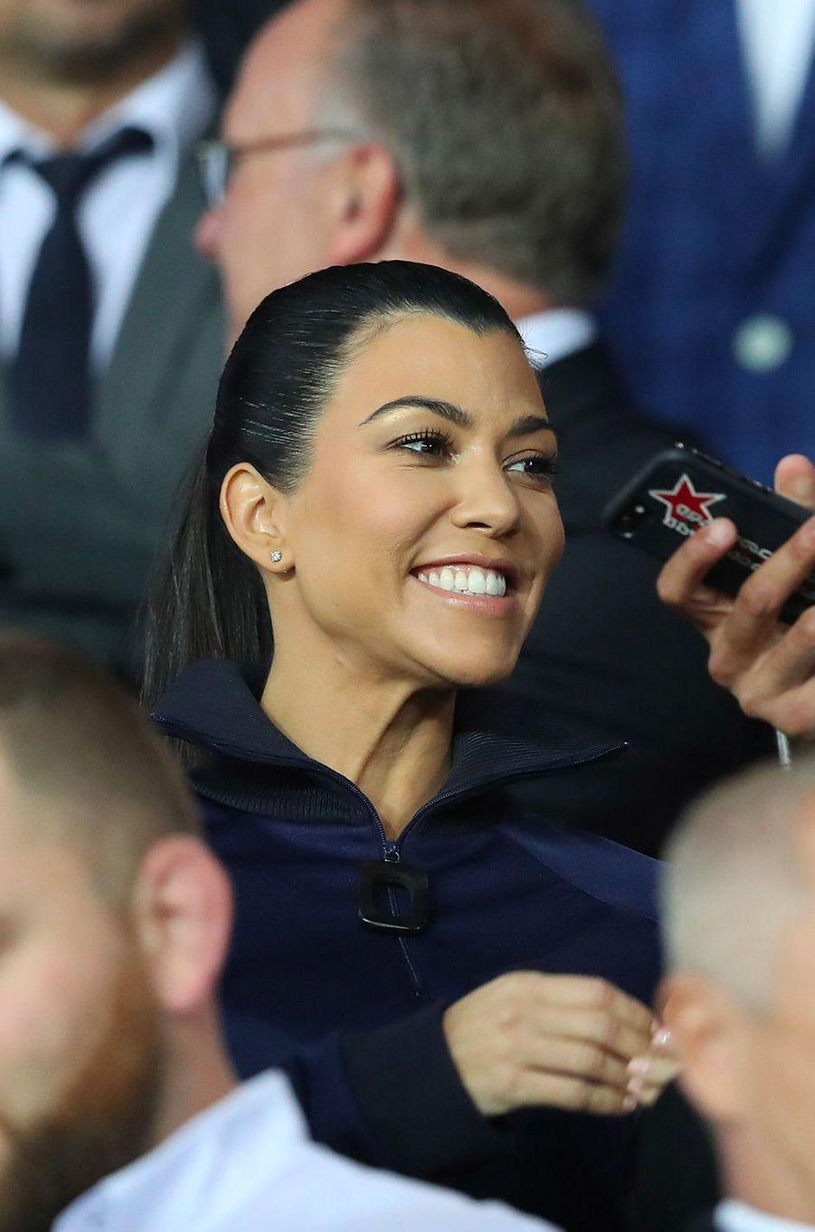 Kourtney Kardashian dans les tribunes du Parc des Princes