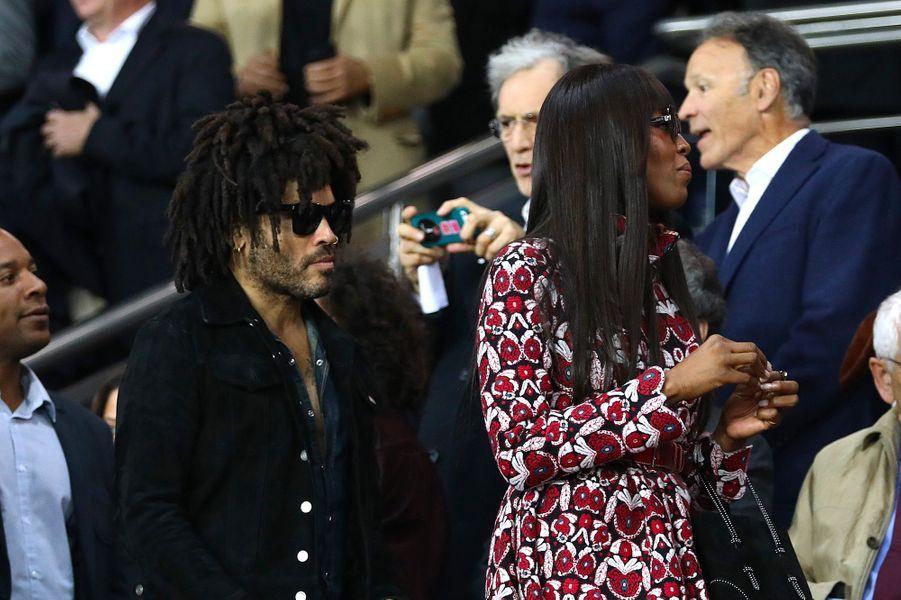Naomi Campbell et Lenny Kravitzdans les tribunes du Parc des Princes