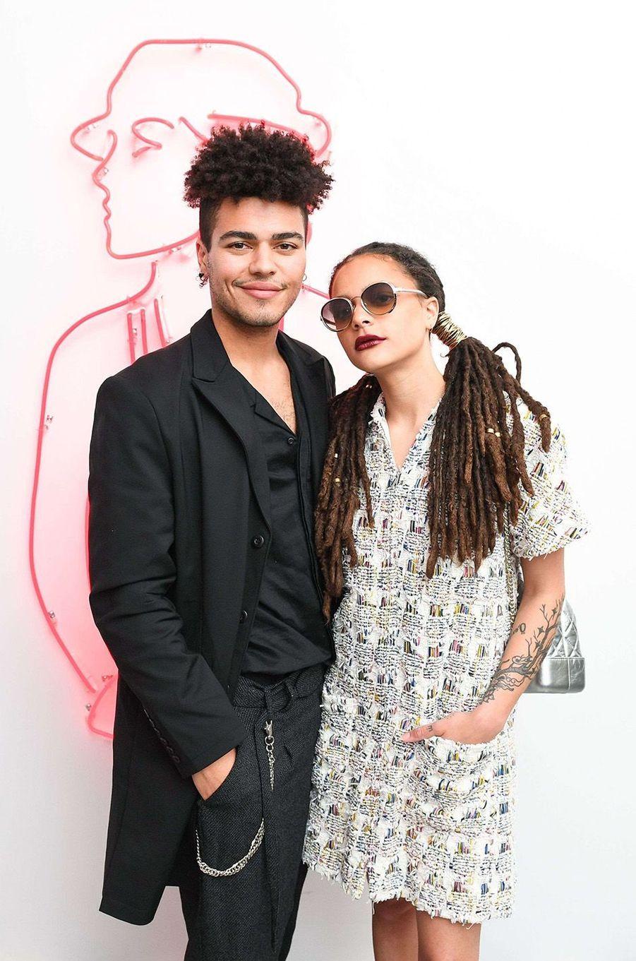 Sergio Darcy Lane et Sasha Lane à la soirée Chanel House Beach Party, à Los Angeles, le 28 février 2018.
