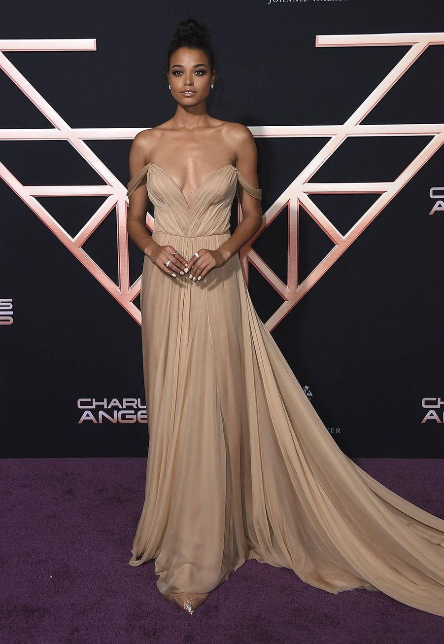 Ella Balinskaà l'avant-première du film «Charlie's Angels» à Los Angeles le 11 novembre 2019