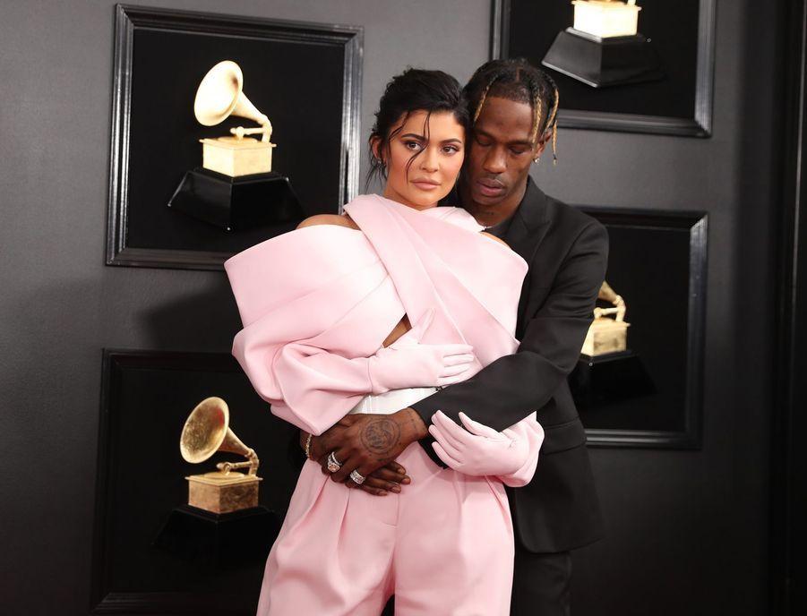 Kylie Jenner et Travis Scott sur le tapis rouge des Grammy Awards à Los Angeles le 9 février 2019