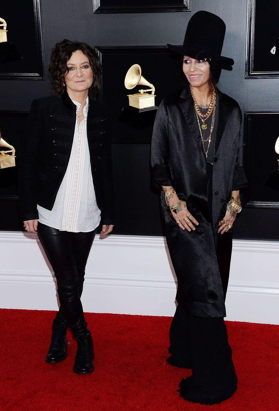 Sara Gilbert et son épouse Linda Perrysur le tapis rouge des Grammy Awards à Los Angeles le 9 février 2019