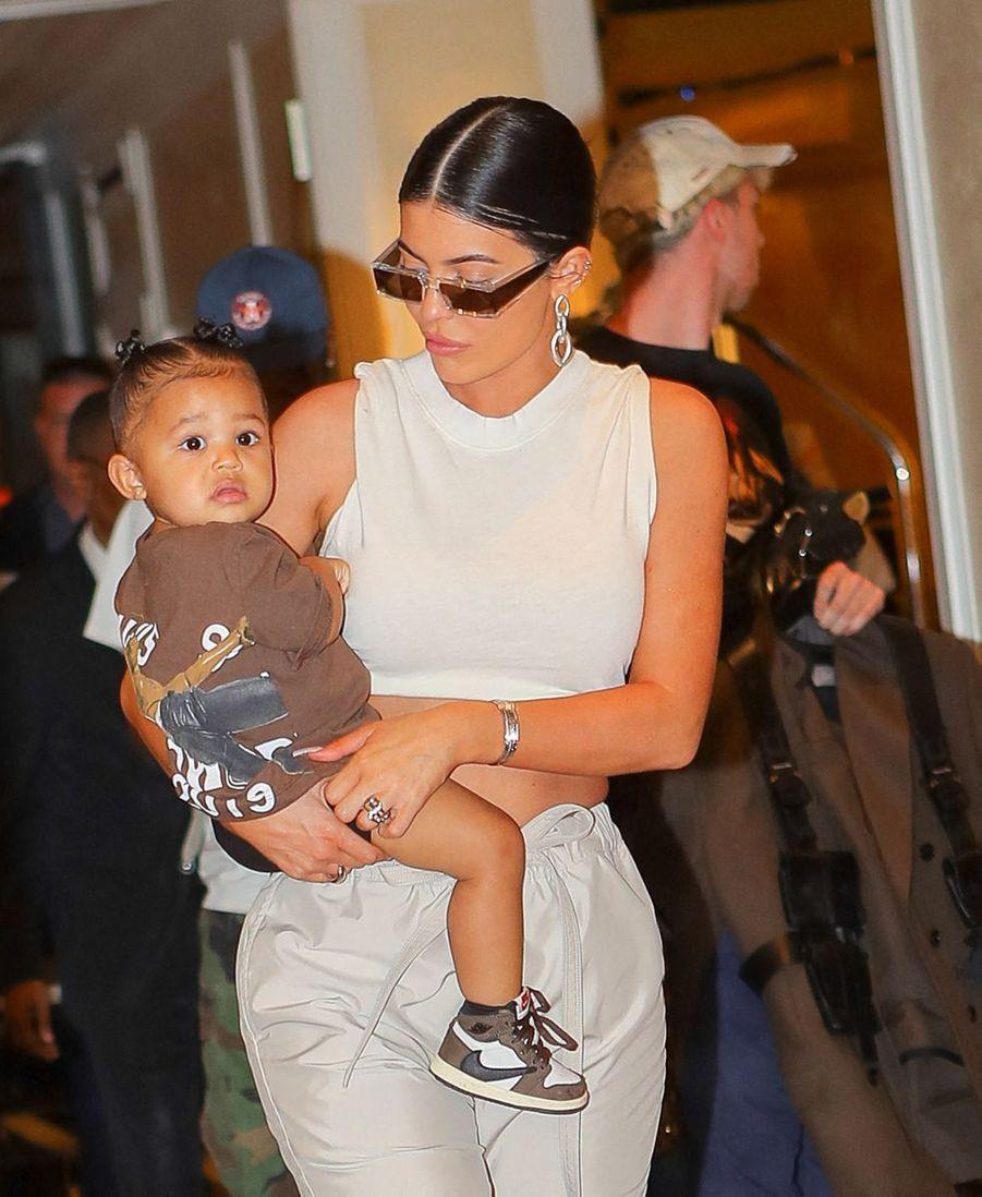 Kylie Jenner et sa fille Stormi à la sortie de l'hôtel The Mark à New York le 7 mai 2019