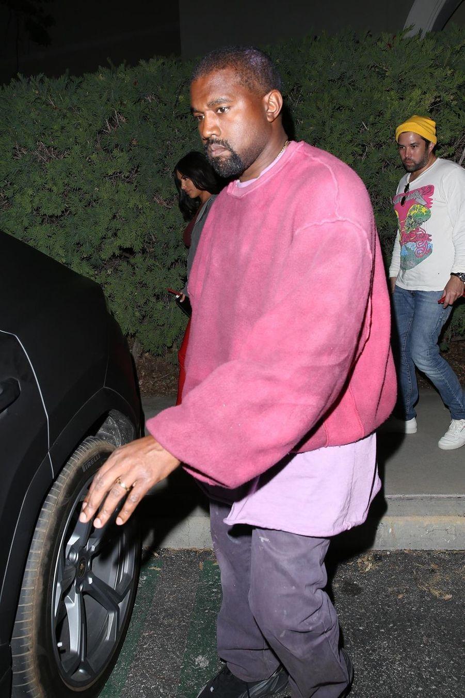 Kanye West à la sortie d'un cinéma à Los Angeles le 25 avril 2019