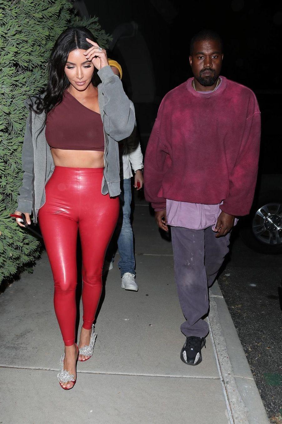 Kim Kardashian et Kanye West à la sortie d'un cinéma à Los Angeles le 25 avril 2019