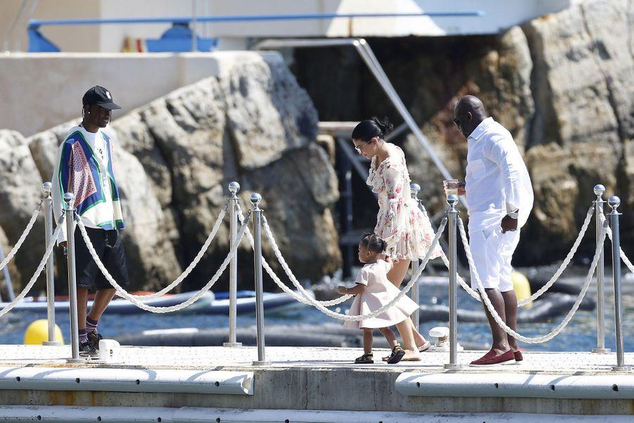 Kylie Jenner, Travis Scott, leur fille Stormi et Corey Gamble à Antibes le 14 août 2019