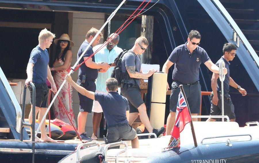 Kylie Jenner, Travis Scott, Kris Jenner et Corey Gamble au large de Capri le 8 août 2019