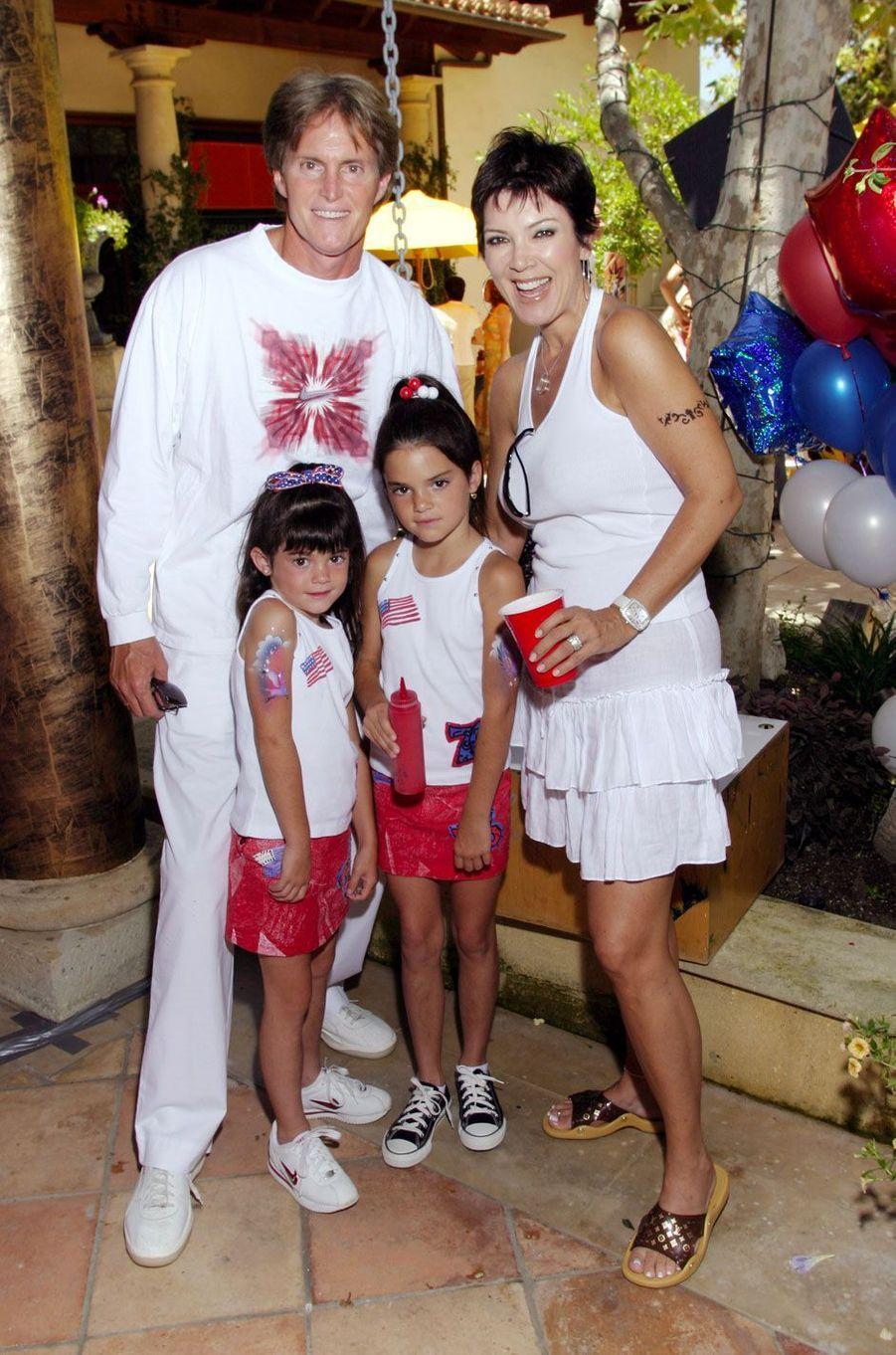 Kylie Jenner avec ses parents et sa sœur Kendall