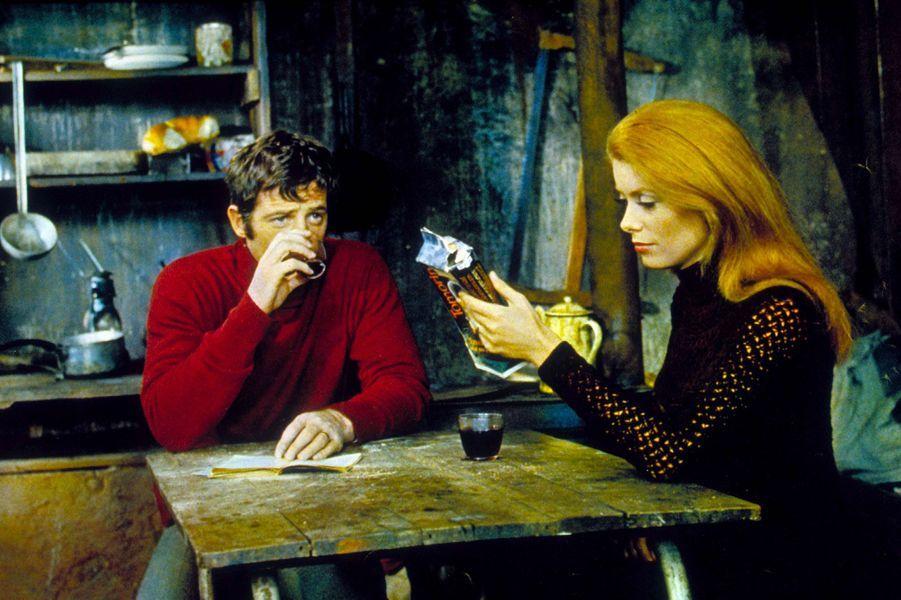 Jean-Paul Belmondo et Catherine Deneuve en 1969