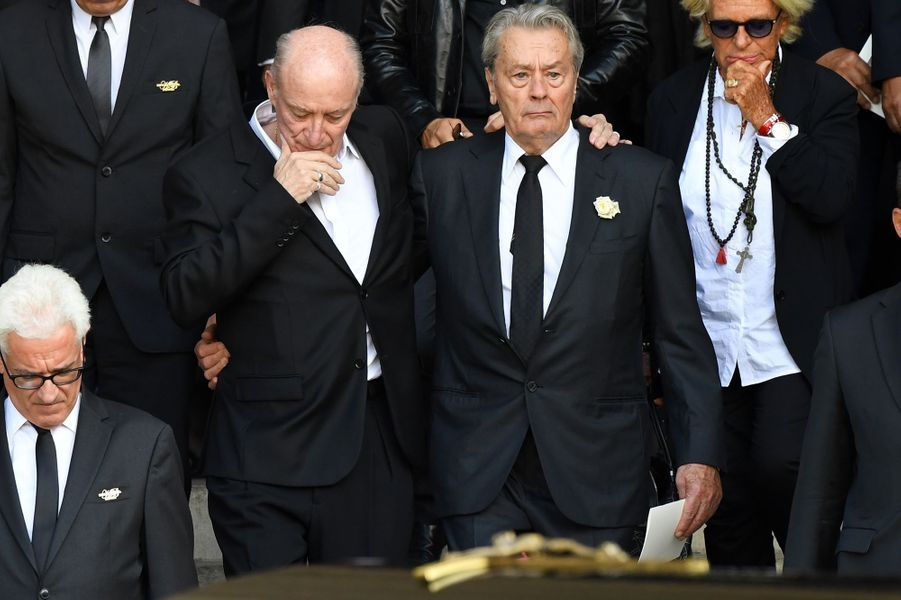 L'adieu d'Alain Delon à Mireille Darc en l'église Saint-Sulpice, à Paris, le 1er septembre 2017.