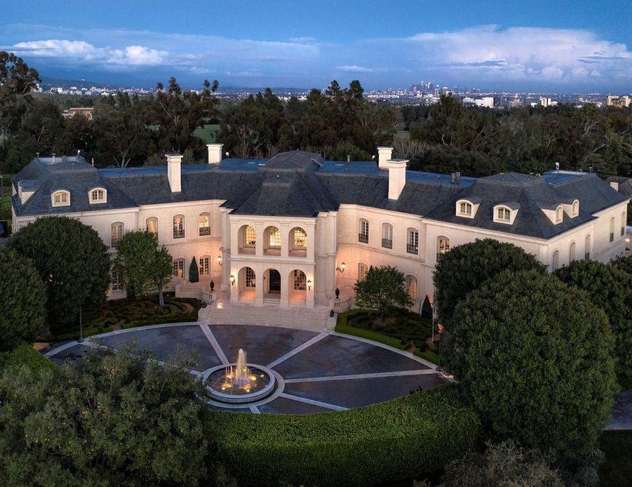 L'ancien manoir d'Aaron Spelling a été vendu par Petra Ecclestone pour 120 millions de dollars