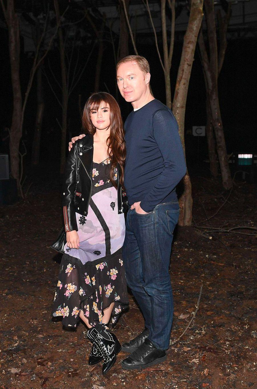 Selena Gomez au défilé Coach avec le directeur artistique de la marque Stuart Vevers mardi 13 février