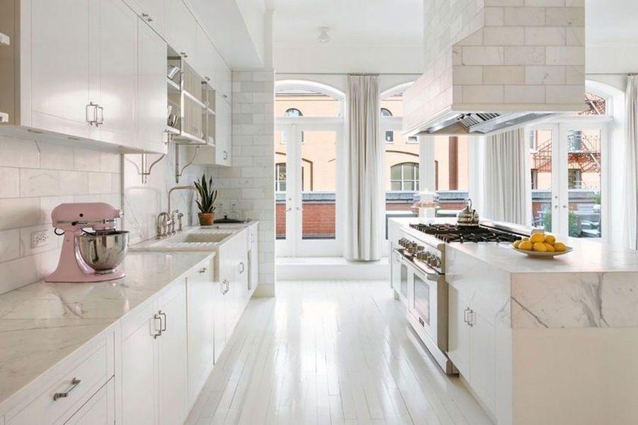 La spacieuse cuisine.