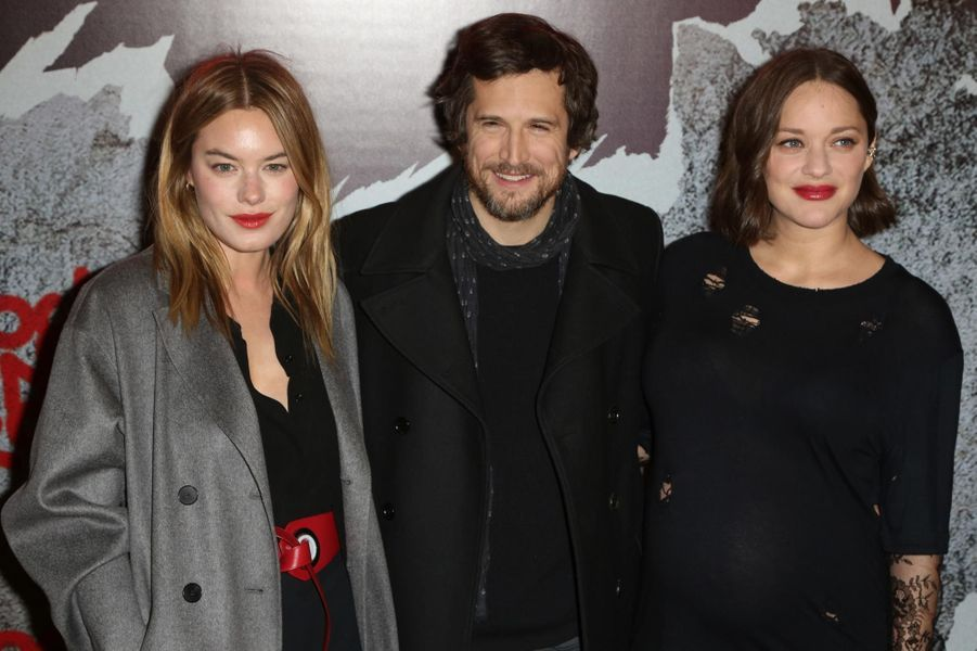 Camille Rowe, Guillaume Canet et Marion Cotillard.