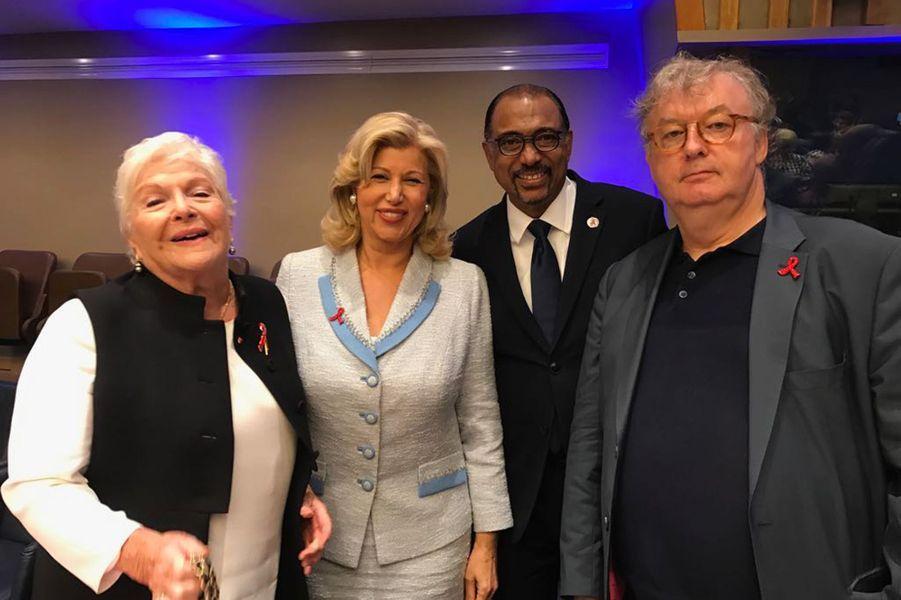 Line Renaud pose avec Dominique Ouattara,Michel Sidibé etDominique Besnehard. Ce dernier était ravi de retrouver la Première dame ivoirienne qui était également au dernier festival d'Angoulême, où la Côte d'Ivoire était à l'honneur.