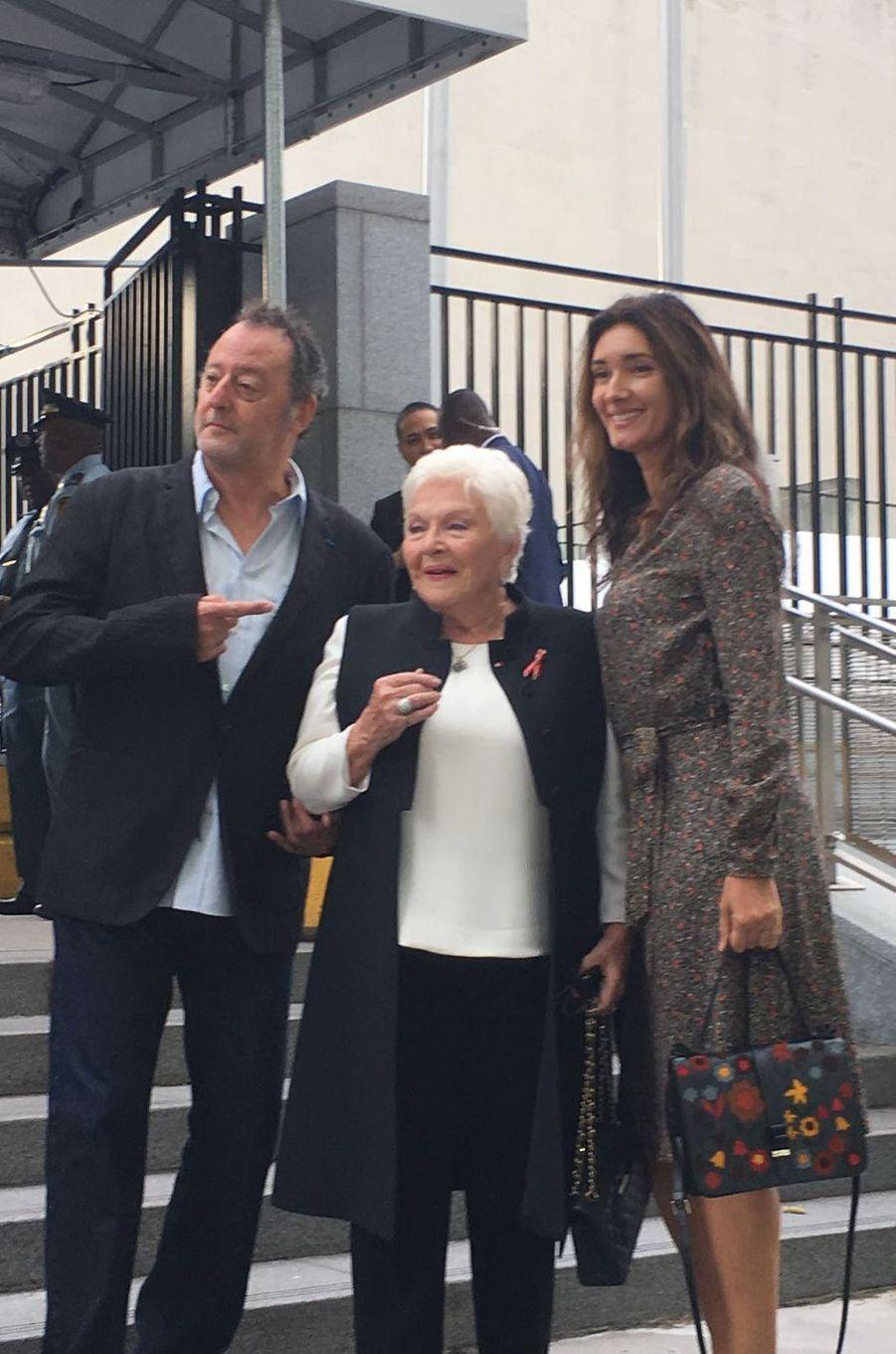 Line Renaud, en compagnie de Jean Reno et son épouse Zofia.