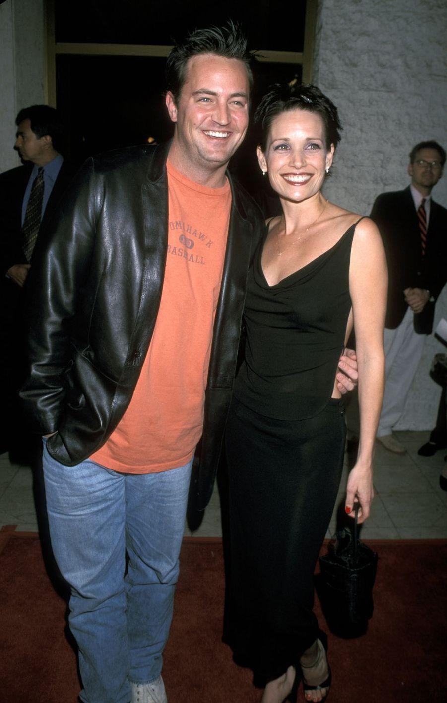 Matthew Perry en 1999 avec Rene Ashton
