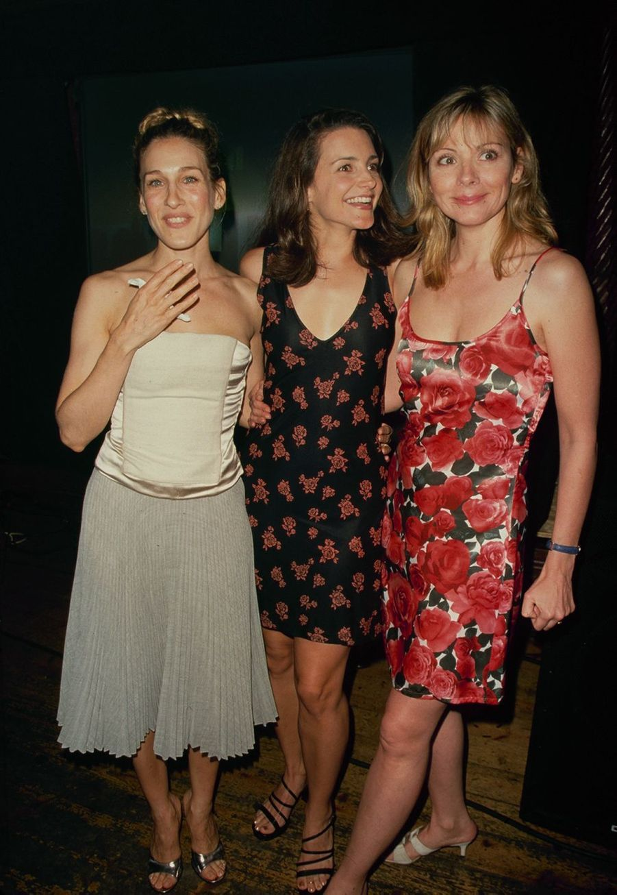 "Sarah Jessica Parker avec Kristin Davis et Kim Cattrall, ses consœurs de ""Sex and the City"", en 1998."